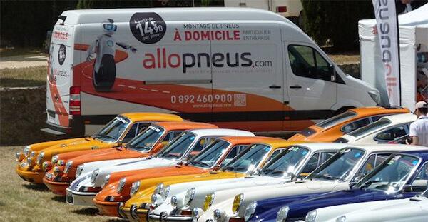 Une photo d'une station de montage mobile Allopneus.