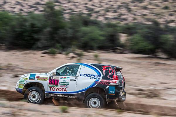 Photo de la voiture de Xavier Foj au rallye de Paris-Dakar.